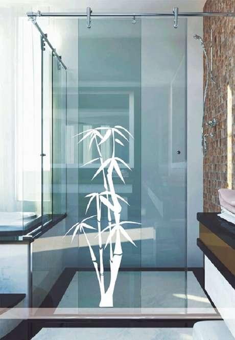 35. Aposte no branco como esse bambu utilizado como adesivo para box de banheiro. Fonte: Pinterest