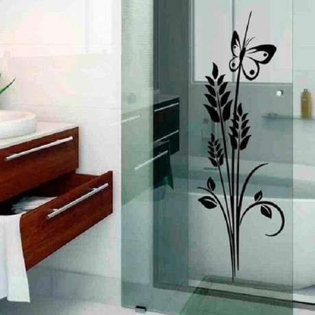 36. Detalhes que encantam como essa flor feita de adesivo para box de banheiro. Fonte: Pinterest