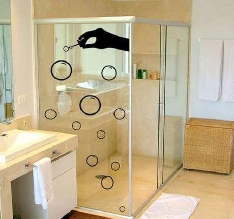 55. Modelo de adesivo para box de banheiro com desenho de bolhas de sabão. Fonte: Pinterest