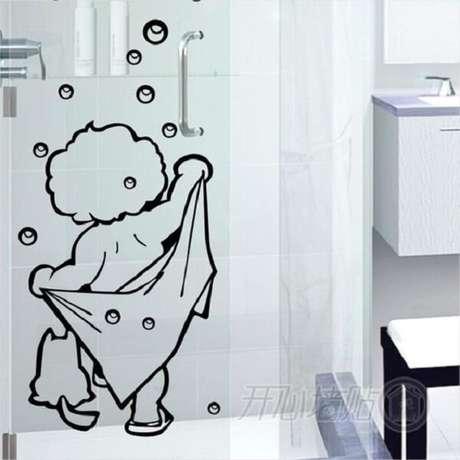 59. Modelo de adesivo para box de banheiro com desenho divertido e vazado. Fonte: Pinterest