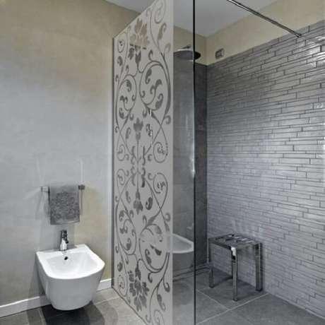 64. Modelo de adesivo para box de banheiro jateado. Fonte: Pinterest