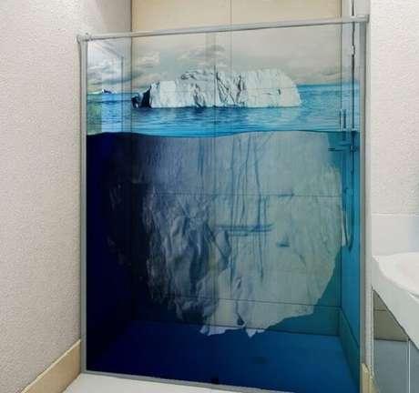 65. Modelo de adesivo para box de banheiro simulando um Iceberg. Fonte: Pinterest