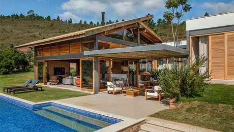 14. O piso para varanda com piscina deve ser resistente e antiderrapante. Foto: Revista Viva Decora.