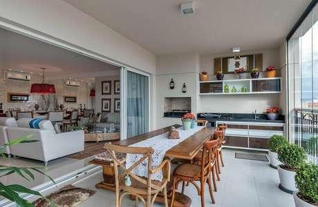 39. O piso para varanda na cor branca é uma ótima forma de deixar o ambiente delicado. Projeto de Manoela Lustosa da Silva