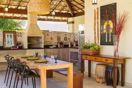 8. O piso para varanda gourmet deve combinar com a mobília. Projeto de Jamile Lima