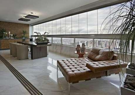 35. Mais um exemplo de piso para varanda de porcelanato líquido. Projeto de Gislene Lopes