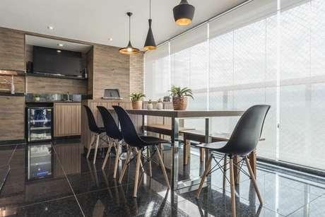 43. Este exemplo de piso para varanda mostra como o granilito é luxuoso. Projeto de Sandra Pompermayer