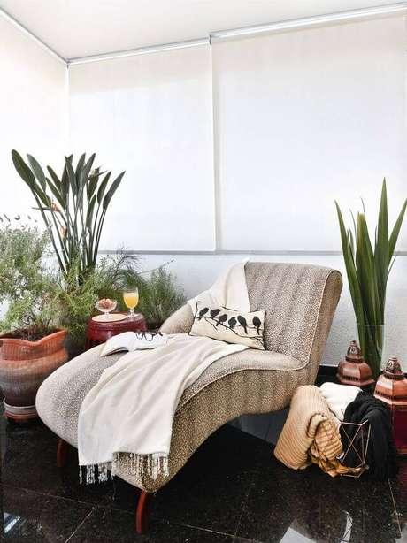 20. O piso para varanda de granilito é sutil e luxuoso. Projeto de Tetriz Arquitetura e Interiores