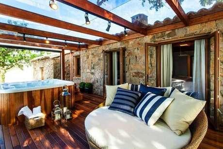 12. O piso para varanda de madeira é utilizado em área com jacuzzi. Foto: Juliana Pippi