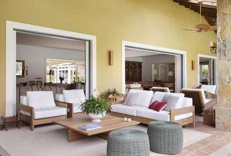 22. O piso para varanda de tijolinho é clássico e muito bom para áreas sem cobertura. Projeto de Migs Arquitetura