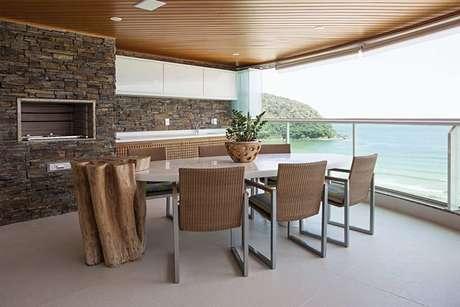 46. O piso para varanda mais sóbrio pode ser utilizado de muitas formas. Projeto de Korman Arquitetos