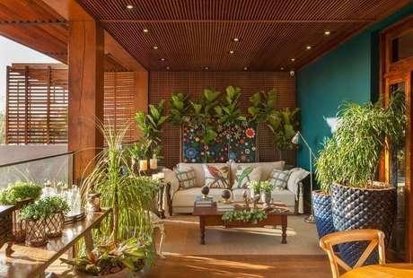 53. O piso para varanda de madeira pode estar em todo o ambiente. Foto: Casa Cor Franca 17