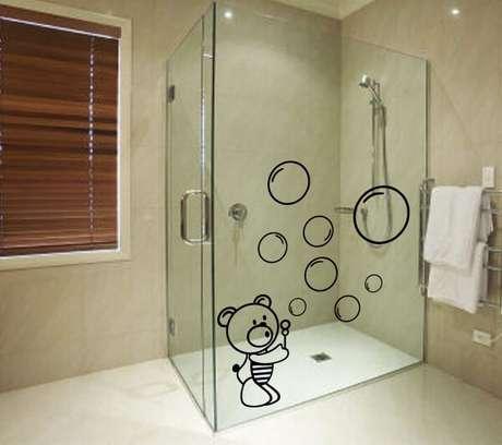 3. Que tal ursinhos com bolhas para a hora do banho com esse adesivo para box de banheiro. Fonte: Pinterest