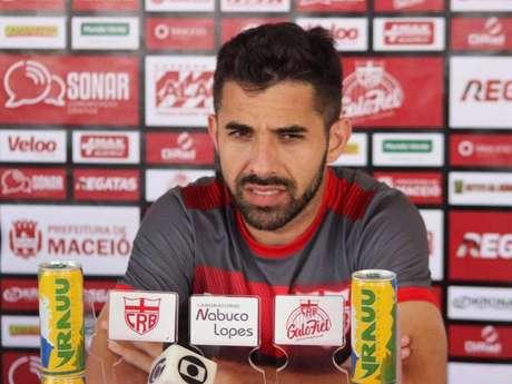 Lucas Abreu quer o triunfo do CRB contra o Vitória (Foto:Divulgação/CRB)