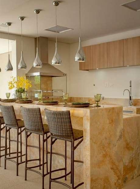 17. Churrasqueira de vidro encanta a decoração desta área gourmet. Fonte: Decor Salteado