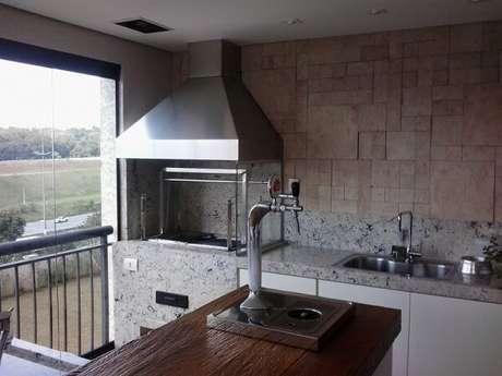 55. Churrasqueira de vidro instalada em apartamento. Fonte: Pinterest