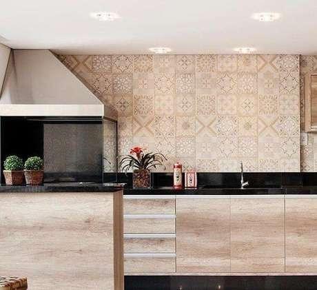 46. Churrasqueira com coifa de inox e laterais de vidro instalada no canto da parede da área gourmet. Fonte: Tua Casa