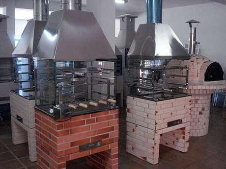 5. Modelos de churrasqueira de vidro pré-moldada. Fonte: Pinterest