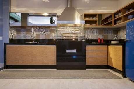 25. Para varanda gourmet invista em uma churrasqueira de vidro. Fonte: Casa e Festa