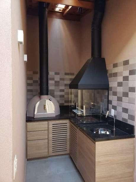 13. Terraço gourmet com churrasqueira de vidro. Fonte: Casa Concreta