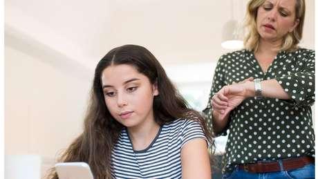 Na pesquisa, meninas disseram usar redes sociais com mais frequência que meninos