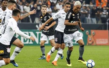 Corinthians e Botafogo se enfrentam neste sábado, ás 17h (Foto:Rodrigo Gazzanel/RM Sports)