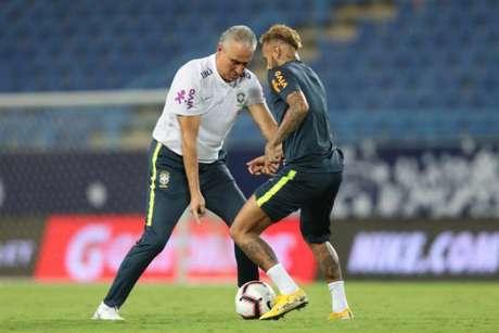Tite ao lado de Neymar (Foto: Divulgação)