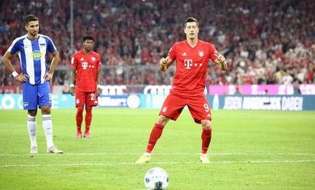 Lewandowski marcou os dois gols do Bayern de Munique nesta sexta (Divulgação)