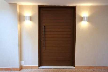 47. Arandelas externas aos lados da porta. Projeto de Meyer Cortez
