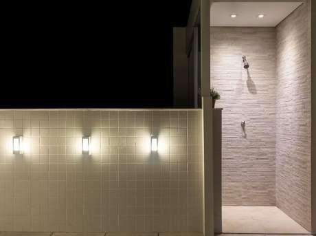 36. Arandelas externas em terraço. Projeto de Laura Santos