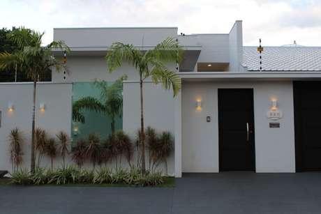 7. Neste projeto de Bianca Monteiro, a arandela ilumina o número da casa
