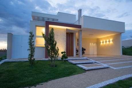 48. Arandelas externas iluminando garagem. Projeto de Engenharia e Arquitetura