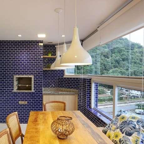 62. A churrasqueira de tijolo pode ser revestida de ladrilhos. Projeto de PAGAMA Arquitetura + Design