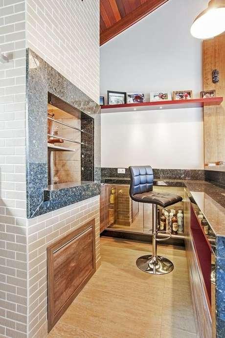 27. A churrasqueira de tijolo também pode ser delicada e discreta para a decoração. Projeto de Patrícia Azoni