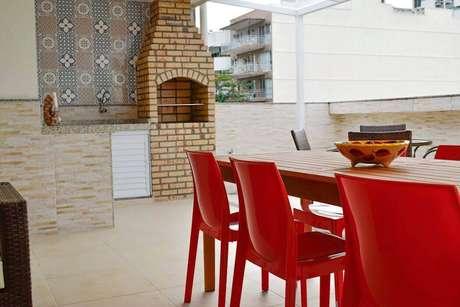1. A churrasqueira de tijolo é muito comum em casas brasileiras. Foto: Revista Viva Decora.
