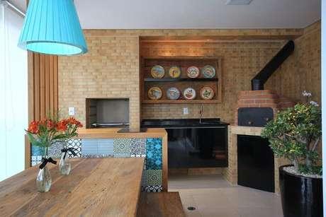 19. A churrasqueira de tijolo pode ser o coringa da decoração. Projeto de MeyerCortez Arquitetura & Design