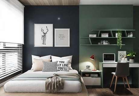 8- As cores para quartos de casal podem ser escuras, porém é necessário equilibrar com a iluminação e o restante da decoração. Fonte: Pinterest