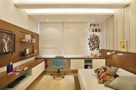 36- As cores para quarto de solteiro podem ser neutras e suaves. Projeto por Roberta Devisate.