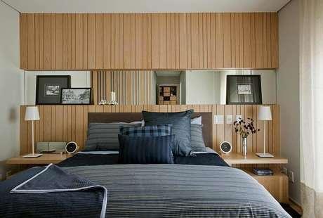 59 – A cor da madeira ajuda a compor o ambiente perfeito. Projeto por Cristina Bárbara.