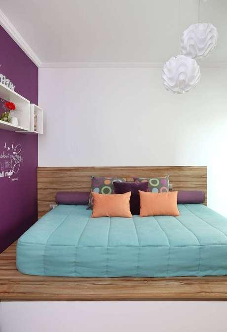 53- As cores para quarto podem ser misturadas para quebrar a monotonia. Projeto por Luciane Mota.