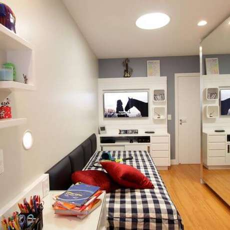 48- As cores de quarto trazem mais personalidade ao ambiente. Projeto por Lorrayne Zucolott.