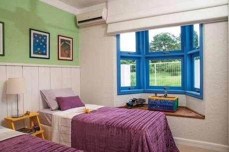 46- As cores para quarto também podem ser mais fortes, dando um ar alegre ao ambiente. Projeto por Rico Mendonça.