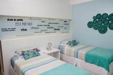 44- Os tons de azul são muito escolhidos para cores para quarto de solteiro.