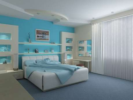 22- As cores para quartos em tons fortes são equilibradas com detalhes em branco na parede. Fonte: Canal da Decoração