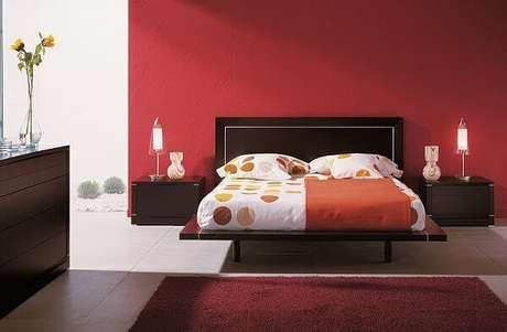 30- As cores para quartos em tons quentes deixam o ambiente vibrante e alegre. Fonte: ConstruindoDECOR