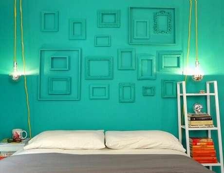 31- Na decoração, as cores para quartos têm as paredes e as molduras no mesmo tom. Fonte: Viajando no Apê