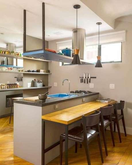 56. Decoração com bancada para cozinha com cooktop e pia azul – Foto: DT Estudio Arquitetura