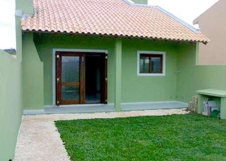 30. Fachada para casas pequenas com gramado