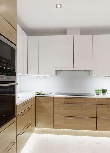 50. O gabinete de cozinha pode ser delicado se usar as cores certas. Projeto de Revista Viva Decora.