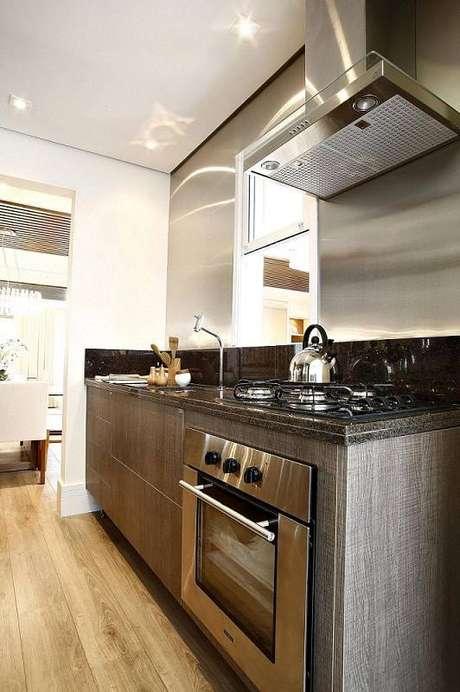 7. O gabinete de cozinha pode combinar gavetas grandes e pequenas. Projeto por By Arquitetura.